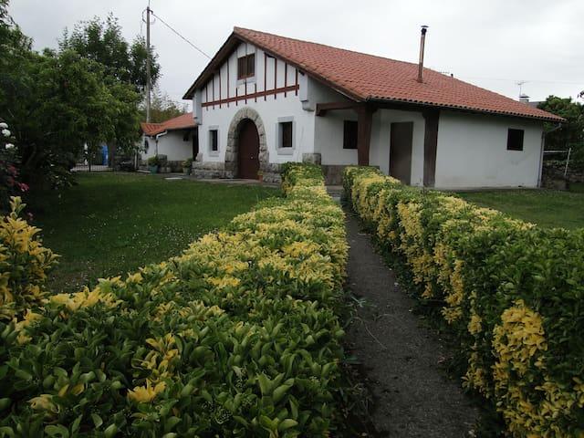 Casa y finca en Noja para 11 personas - Noja - Huis