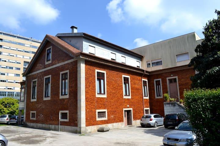 Room with shared bathrooms, center of Braga - Braga - Hus
