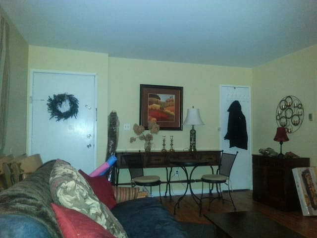 1 bedroom in 2 bedroom Condo - Morris Plains - Selveierleilighet
