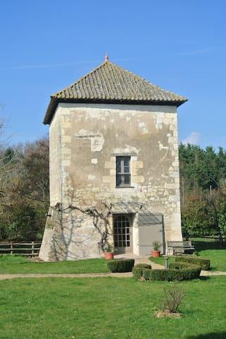 La Tour du Grand Boust - Longué-Jumelles - Hus