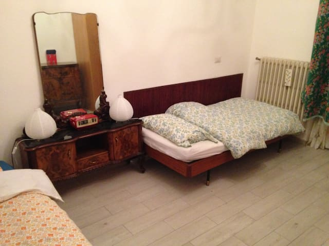 A bed in a shared room, with a breakfast - Melegnano - Daire