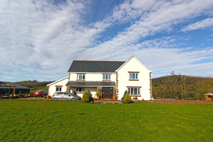 Stay on a real farm! Wales UK - Monmouth - Rumah