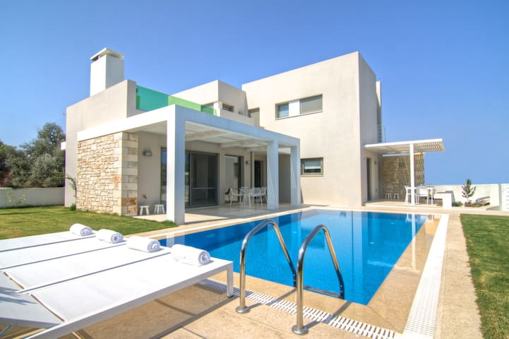 Eco villa with garden and pool - Gonia