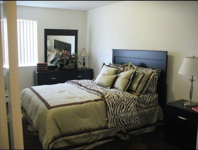 I have a cozy two-bedroom apartment - Pontiac - Apartemen