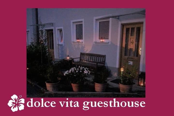 dolce vita guesthouse: Oase mitten in der Stadt - Freising