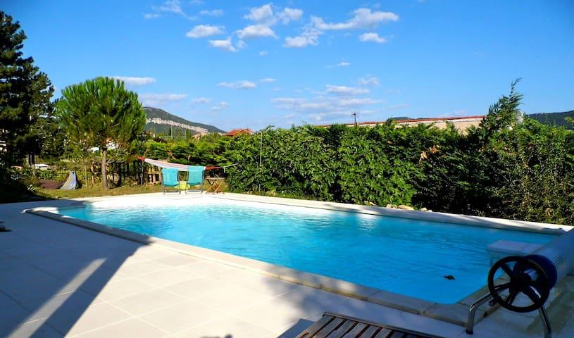 Gde villa avec vue imprenable et piscine - Millau - Casa
