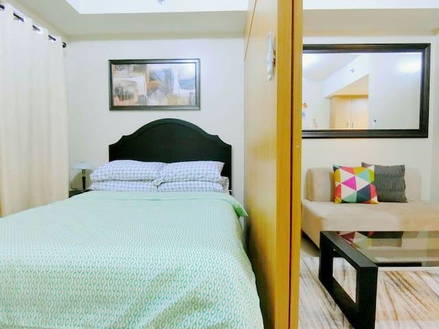 SHELL RES 12F:New Modern Room,MOA,WiFi and Balcony - Pasay City