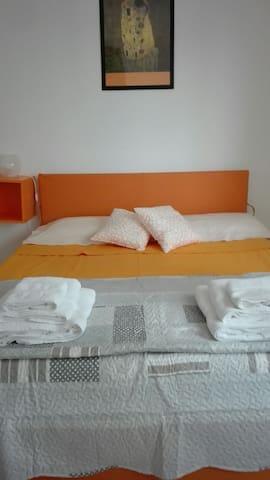 Beautiful Double Room Bologna - Cà Dé Fabbri - Apartemen