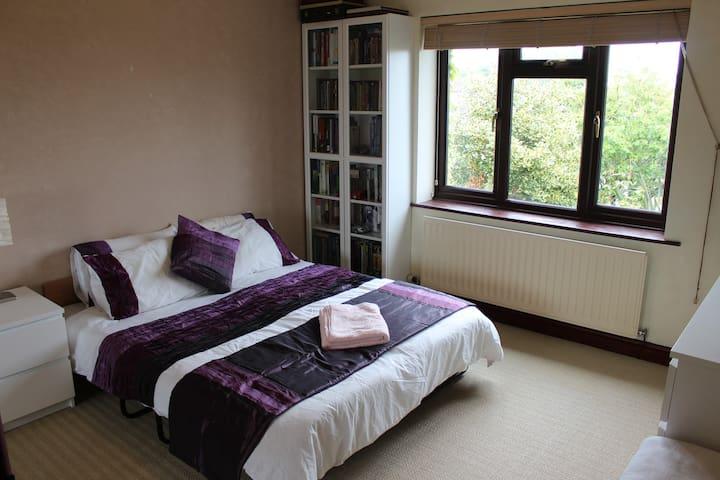 Caer Wydr (Twin or Super King bed (+1)) - Glastonbury