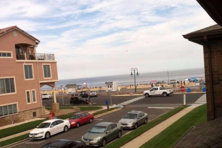Beachfront Belmar apartment - Belmar - 公寓
