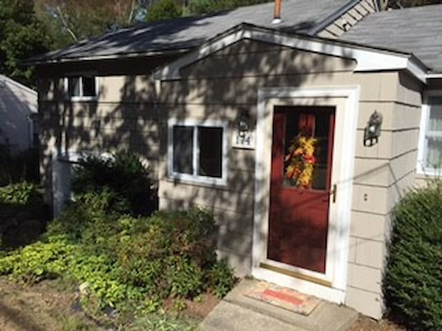 Pleasant Place Room Share- Comfortable and quiet - Millis - Huis
