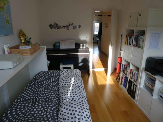 Room near city center AND forest - Bern - Leilighet