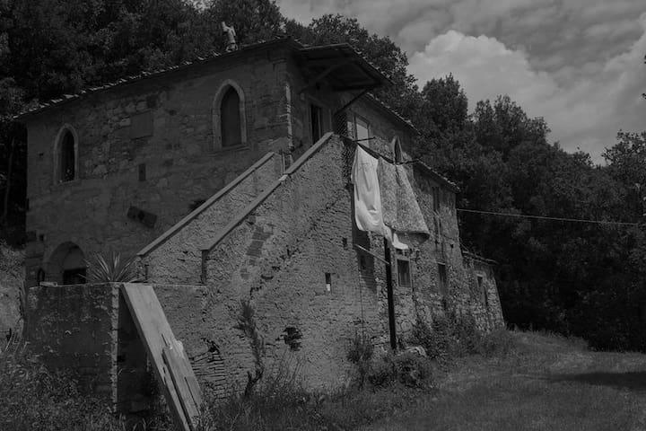 Rustic country house 30 min outside Livorno center - Livorno - Huis