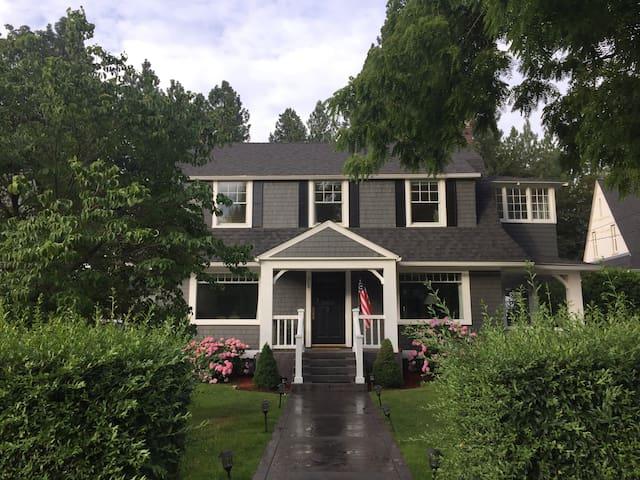 Picture perfect traditional home - Spokane - Rumah