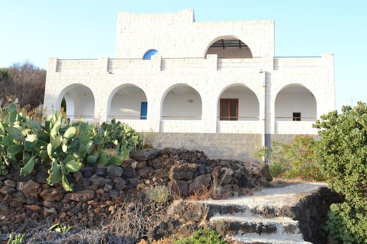A due passi dal mare .. - Pantelleria - Villa