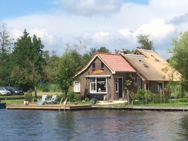 vakantiehuisje aan het water - Kalenberg - Hytte