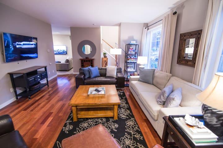 Beautiful Home in Orenco w/ Hottub! - Hillsboro  - Casa