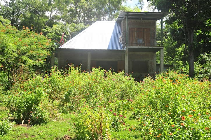 The Lake House - 2 Bedrooms, Beautiful Garden, BBQ - Isla de Ometepe, Nicaragua - Talo