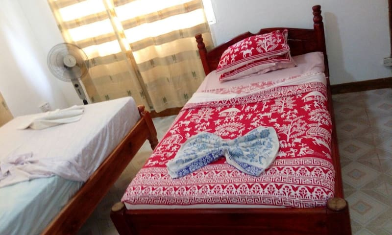 Very nice Baie St. Anne room (central Praslin) - Daire