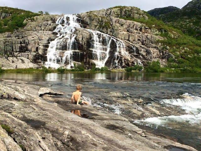 Fjord og fjell nær Bergen - Ostereidet - Villa