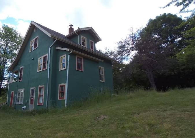 3 BR, 1 1/2 BA  House on 15 acres, 4 beds plus - Liberty - Dom