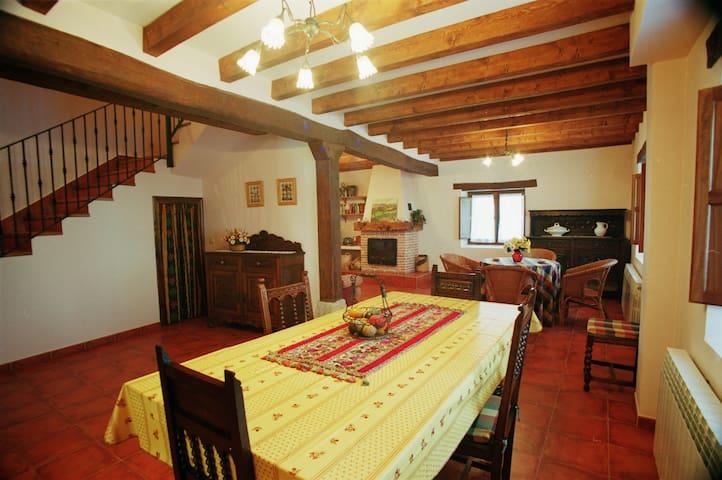 Casa Rural Los Parrales en las Merindades para 8 - Villacomparada de Rueda - 獨棟