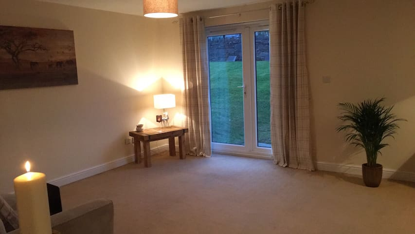 Spacious room in excellent location - Blackburn - Apartamento