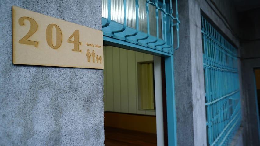 適合2-4人小家庭的老厝套房 - Yilan City - Dům