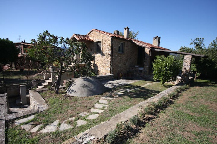 Perfect house with own garden and heavenly view! - Garlenda - Cabaña