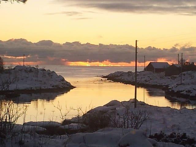 Lite hus ved havet - Vestvågøy - Huis