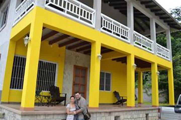 Copan Ruinas - Hermosa y Amplia Casa Familiar - Copan Ruinas - House