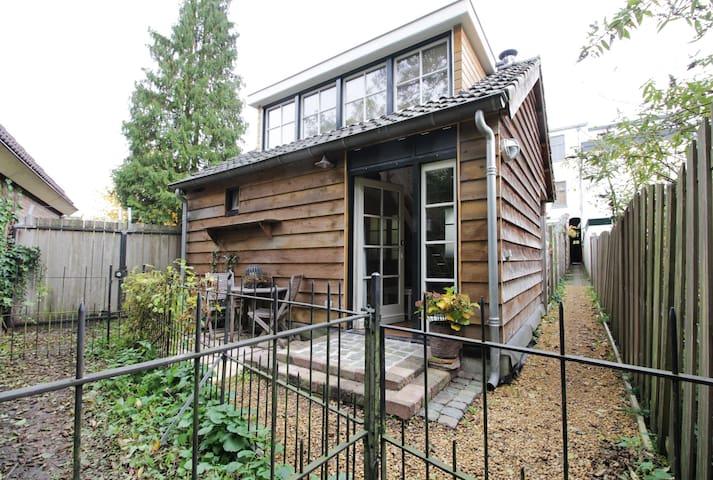 Breda Cottage (short & long term) - Breda - Houten huisje