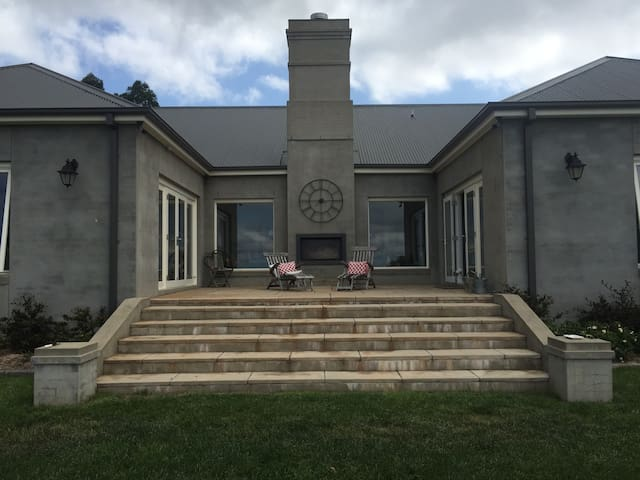 Beautiful Highlands Home with Amazing Views Room 1 - Bowral - Huis