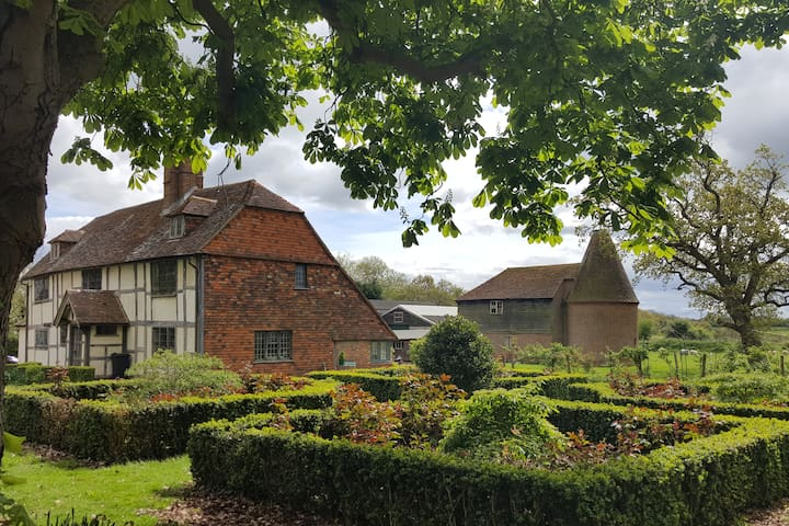 Stunning 1623 Tudor House in Tranquil Countryside - Biddenden - Huis