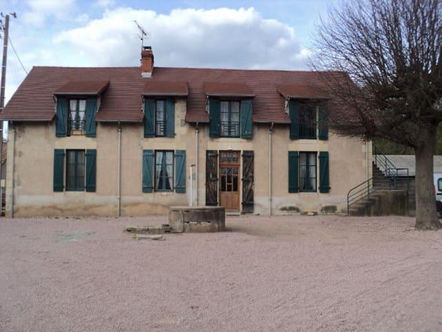 Chez Nathalie: Chambres et Table d'Hote - Saint-Prix - Bed & Breakfast