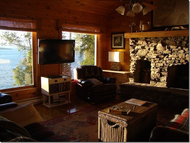 Unique home on Bay of Fundy, private rooms. - Welshpool - Bed & Breakfast