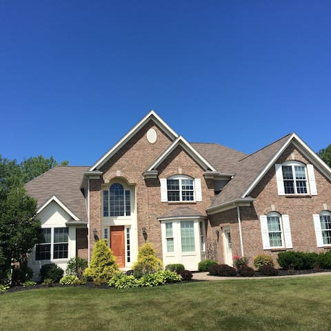 Spacious Home, Restful Stay - Webster
