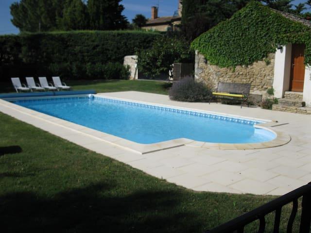 Bel appartement dans mas provençal - Vénéjan - Daire