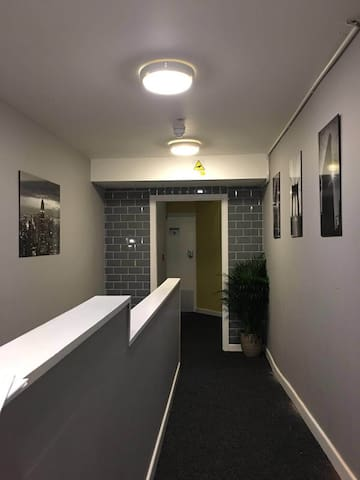 Large en-suite room in great spot - city centre - Dudley