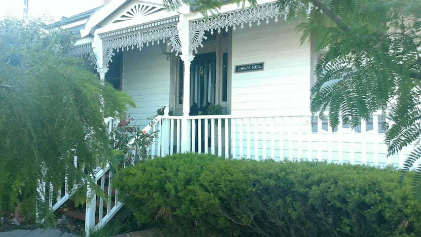 Beautiful Heritage Home Location A1 - Belmont - Bed & Breakfast