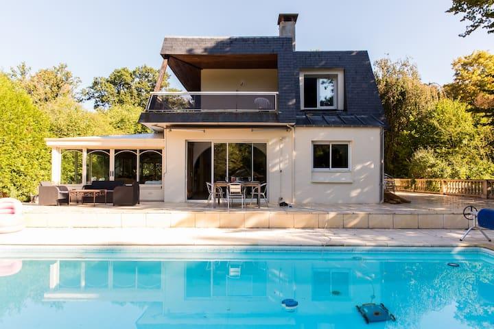 Villa avec piscine proche de Paris - Lamorlaye - 別荘