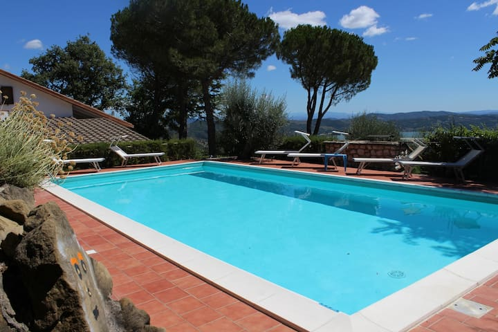 PANORAMIC VILLA, SWIMMING POOL AND LAKE VIEW - Passignano Sul Trasimeno - Villa