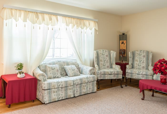 Charming home in a safe area - Hamden