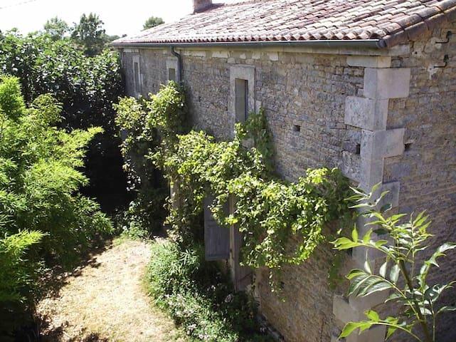 Rust in een authentiek Frans huis - Ardin - Casa
