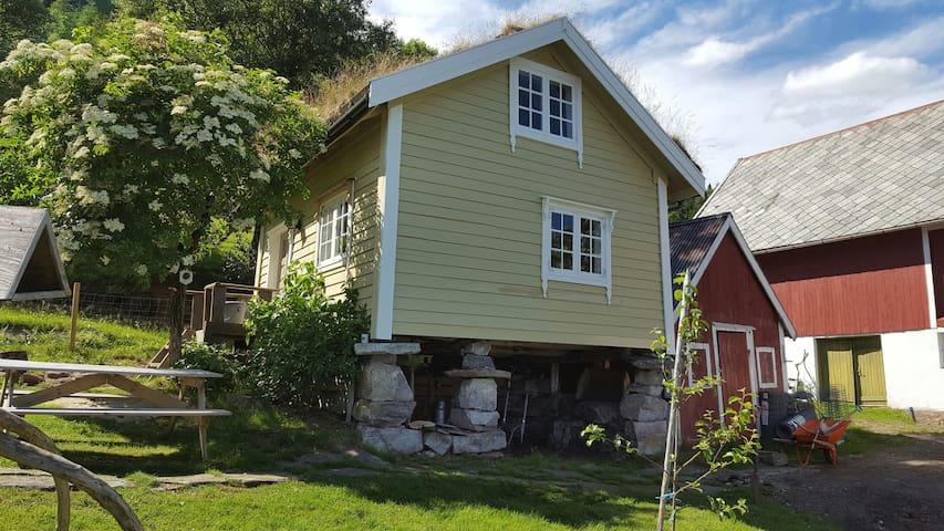 Tiny house with fjordview! - Lauvstad