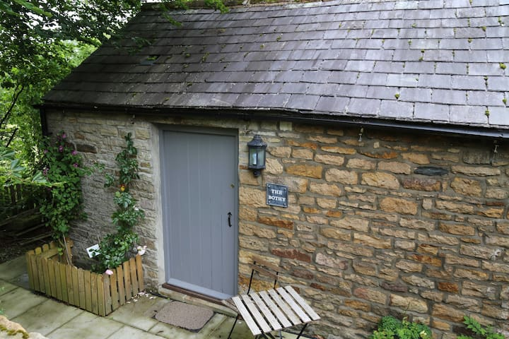 Self contained small stone cottage - Redpath - Rumah
