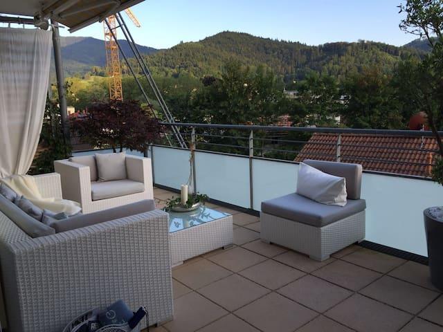 Stilvoll eingerichtete Wohnung mit großer Terrasse - Waldkirch - Appartement