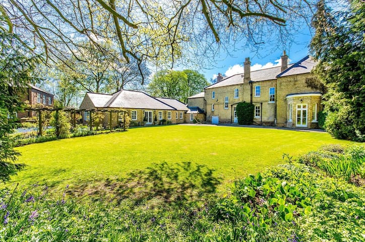 Northolme Hall - Large Country Mansion with Pool - Wainfleet All Saints - Semesterboende