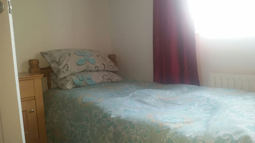 Room close to Central London - Wi-Fi and TV inc. - Londyn - Apartament