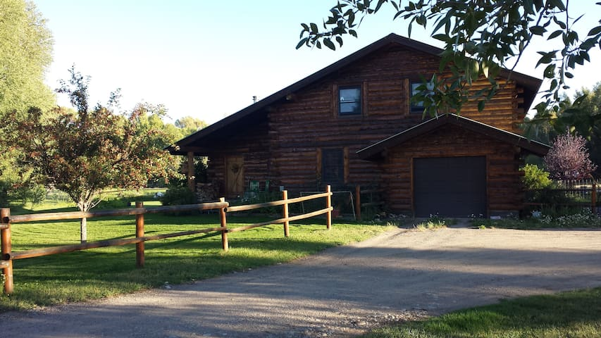 Private room in beautiful log home. - Gunnison - Haus